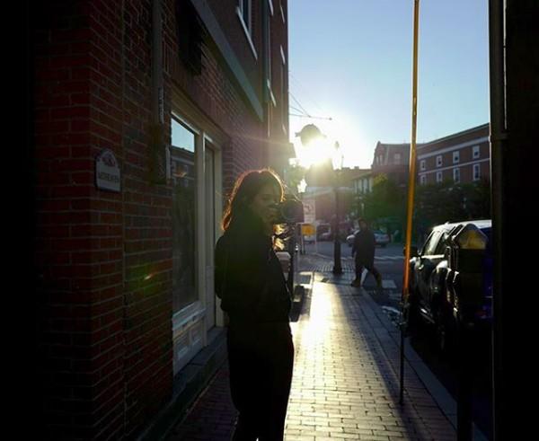 Ini potretnya saat berada di Portsmouth, New Hampshire, AS. (gistaputri/Instagram)