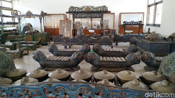Dalam Gedung Gamelan terdapat koleksi gamelan Sari Oneng Parakansalak, Sari Oneng Mataram, Degung Pusaka Sari Arum, dan lainnya (Mukhlis/detikcom)
