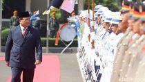 Prabowo Terhalang Aturan Tolak Gaji Bulanan