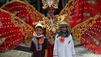Sejumlah anak-anak turut serta memeriahkan pawai yang digelar di Kantor Wali Kota Jakarta Utara tersebut.