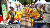 Selain itu, pawai kenduri budaya di Jakarta Utara tersebut juga dimeriahkan dengan penampilan marching band.