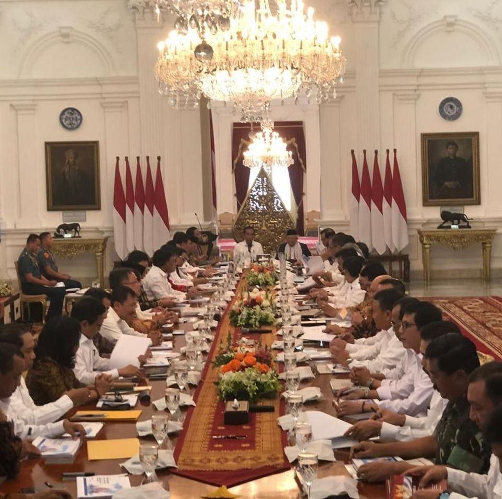 Jokowi Larang Menterinya Berdebat di Luar Rapat