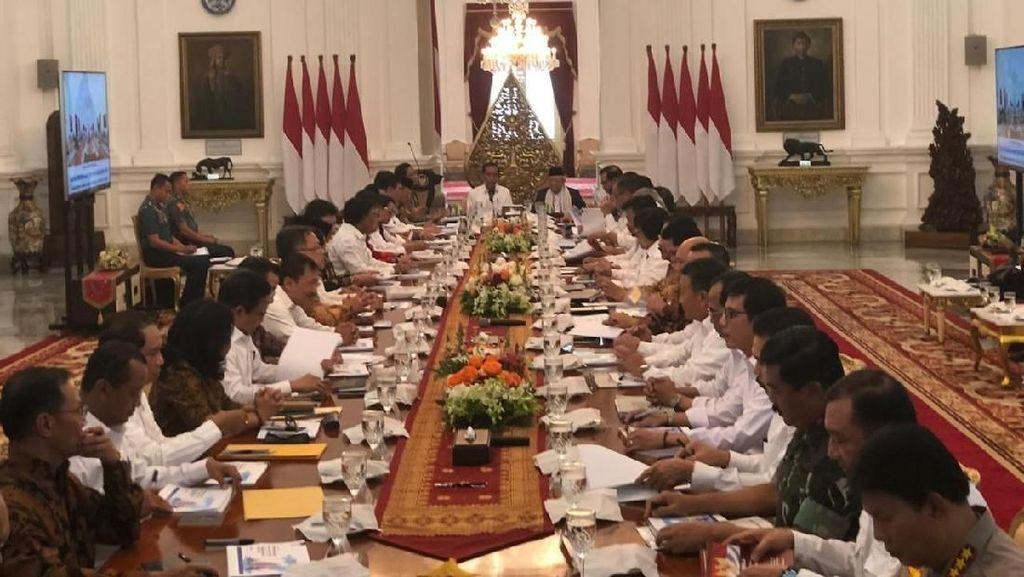 Pimpin Sidang Kabinet, Jokowi Ingatkan Tak Ada Visi-Misi Menteri
