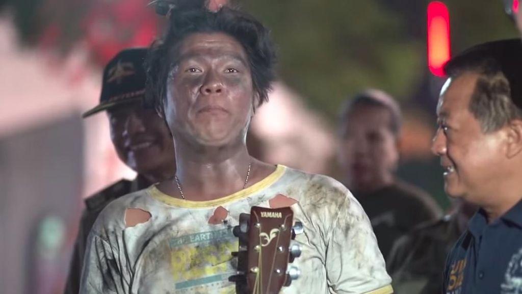 Andika Babang Tamvan Ngaku Diludahi dan Ditendang saat Jadi Gembel