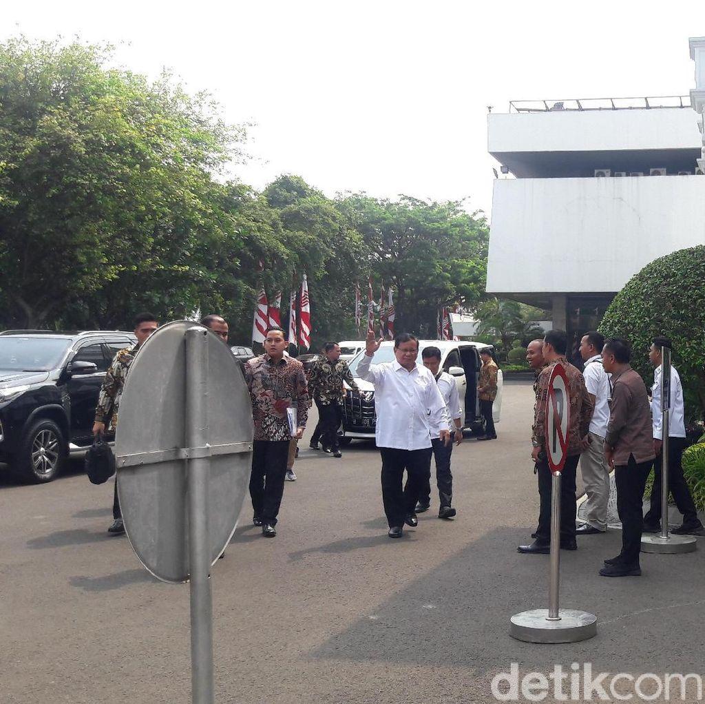 Menteri Lain Sudah Bermobil Dinas, Prabowo-Nadiem Masih Naik Mobil Pribadi