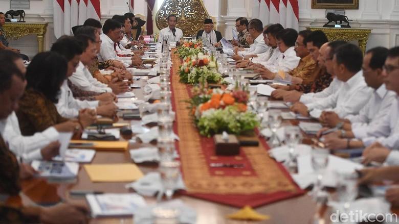 Orientasi Hasil, Jokowi Diprediksi Reshuffle Kabinet Usai Setahun Kerja
