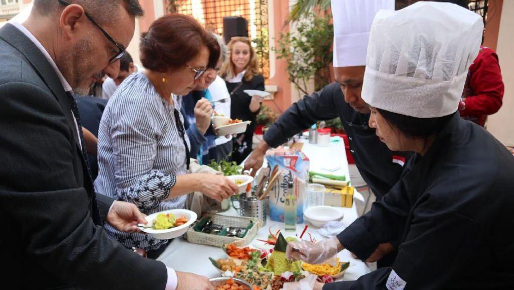 Masyarakat Italia Antusias Nikmati Kuliner Indonesia