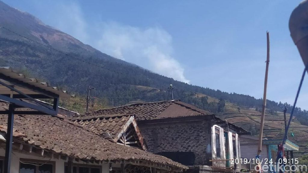 15 Hektare Hutan di Gunung Sumbing Terbakar, Api Belum Padam