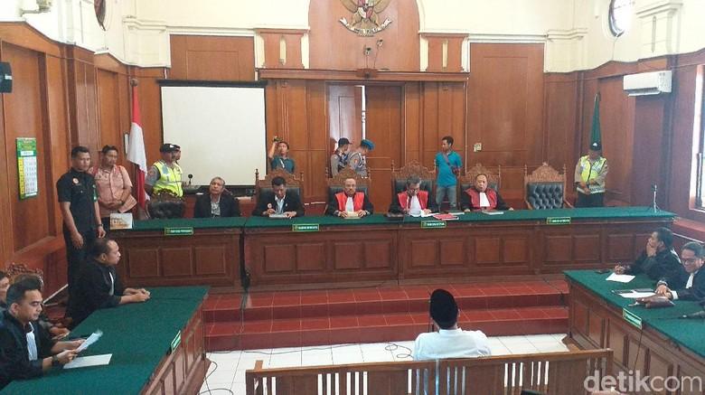 Gus Nur Divonis 1 Tahun 6 Bulan Penjara