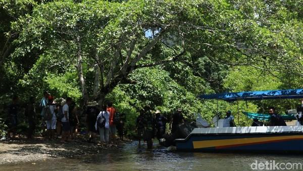 Secara georgrafis, Kali Biru terletak di Teluk Mayalibit yang masih masuk Raja Ampat. Dari ibu kota Waisai, dibutuhkan waktu sekitar kurang dari dua jam untuk mencapainya via speedboat (Randy/detikcom)
