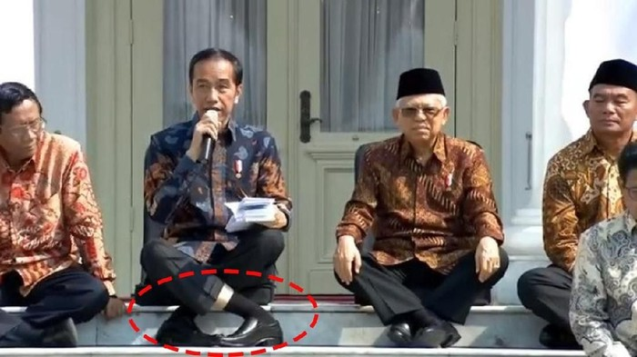 Posisi duduk Jokowi menginspirasi #JokowiChallenge (Foto: Tangkapan layar)