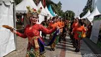 Pawai kenduri budaya digelar di Kantor Wali Kota Jakarta Utara, Kamis (24/10/2019).