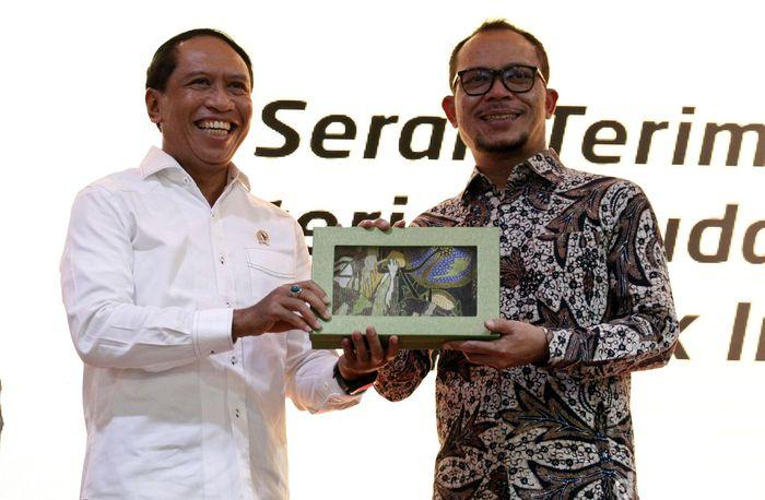 Menteri Pemuda dan Olahraga (Menpora) periode 2019-2024 Zainudin Amali nampak tersenyum saat hadir di acara serah terima jabatan dari pelaksana tugas (Plt) Hanif Dhakiri yang sebelumnya ditunjuk Jokowi untuk menggantikan Imam Nahrawi yang terjerat kasus korupsi, Jakarta, Kamis (24/10/2019).