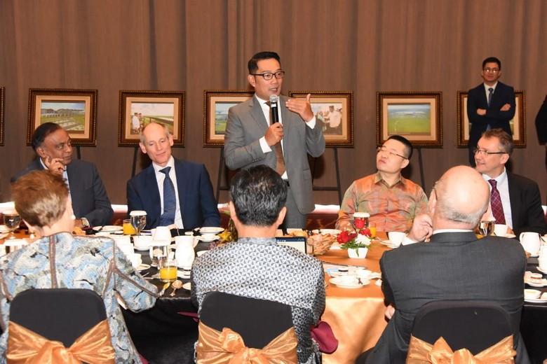Ridwan Kamil Kenalkan Potensi Investasi Jabar ke Dubes dan Para CEO