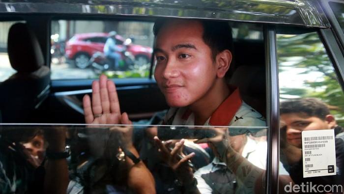 Gibran Rakabuming saa meninggalkan kediaman Megawati, Jakarta. (Ari Saputra/detikcom)