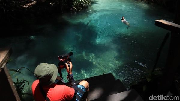 Dalam bahasa setempat, Kali Biru dikenal dengan nama Waiyal. Secara arti, Wai berarti air, sedangkan yal berarti tahu apa yang terjadi besok. Konon, dahulu Kali Biru kerap dipakai sebagai tempat pemandian para prajurit yang akan berperang (Randy/detikcom)