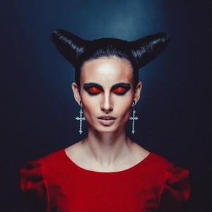 Viral, Wanita Pasang Tanduk di Kepala untuk Halloween Tapi Tidak Bisa Lepas