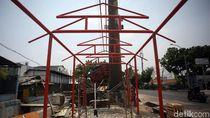 Melihat Pembangunan Lapak PKL di Jalan Cipinang Jaya