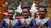 Antusias masyarakat untuk tampil di pawai kenduri budaya membuat acara tersebut berlangsung meriah.
