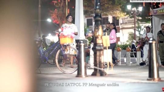 Detik-detik Andika Babang Tamvan Diciduk saat Jadi Gembel