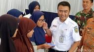 Terpapar Gadget, Puluhan Bocah SD Sukabumi Terima Kacamata Gratis