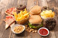 Banyak Makan Fast Food Berisiko Tinggi Demensia, Ini Kata Peneliti