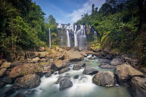 Curup Gangsa. Menuju air terjun ini kamu harus menempuh perjalanan panjang. Air terjun ini berada di Dusun Tanjung Raya, Kampung Kota Way, Kecamatan Kasuy, Way Kanan. (hrsakbr02/dTraveler)
