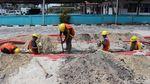 Intip Pemasangan Kabel Listrik Bawah Tanah di Natuna