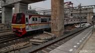 Kebakaran di Dekat Stasiun Taman Kota, KRL Tangerang-Duri Terganggu