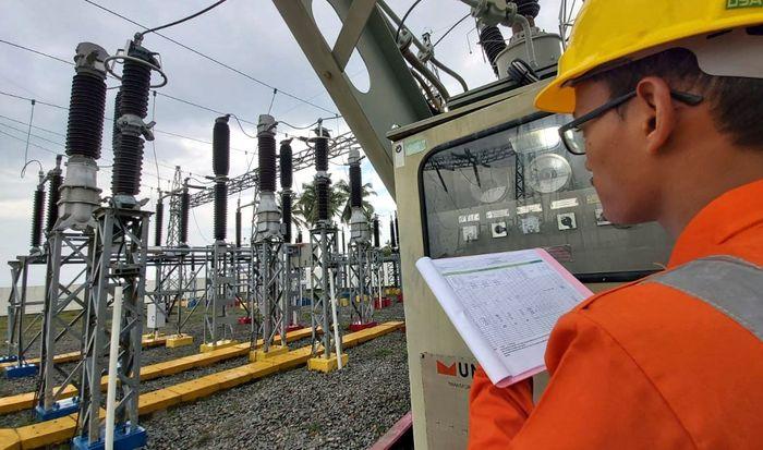 Gardu Induk Pulau Ngenang yang menyambung pasokan listrik melalui 1 Jaringan Transmisi 150 kV yang menghubungkan Sistem Kelistrikan Batam-Bintan terdiri dari Kabel Laut dengan panjang 8,4 KMR, Transmisi dengan panjang 80,73 KMR dan 5 Gardu Induk dengan total daya 160 MVA. Istimewa/Dok. PLN.