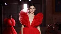 Kendall Jenner Sebut Jadi Model Berkat Usaha Sendiri, Netizen Langsung Nyinyir