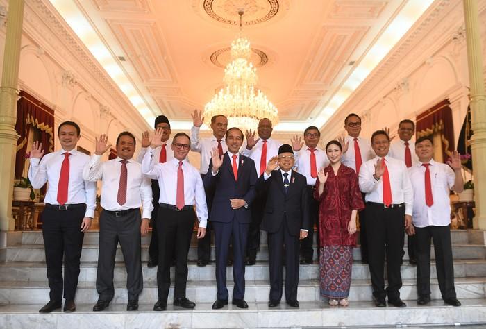 Foto: Jokowi-Maruf dan para wakil Menteri Kabinet Indonesia Maju (Antara Foto)