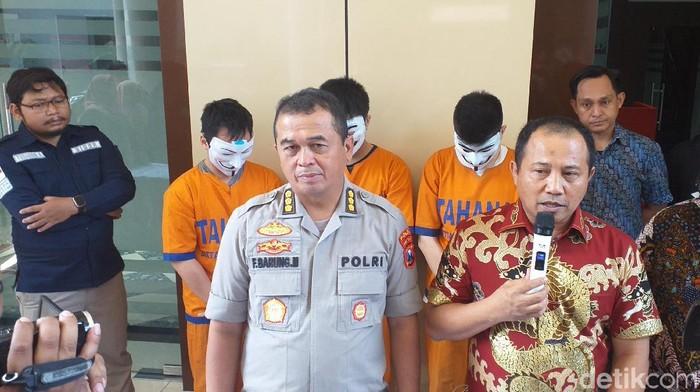 Polisi merilis kasus penipuan jual beli online bermodus cashback (Foto: Amir Baihaqi)