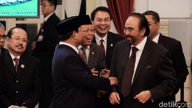 Prabowo-Paloh Sebelahan di Pelantikan Wamen dan Ngobrol Akrab