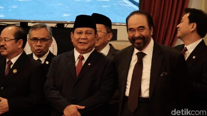 Foto: Prabowo dan Surya Paloh di pelantikan wamen (Andhika Prasetia/detikcom)