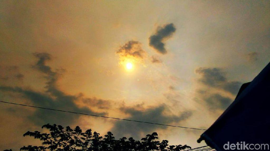 Langit Merah Hebohkan Warga Banyuwangi, Fenomena Apa?