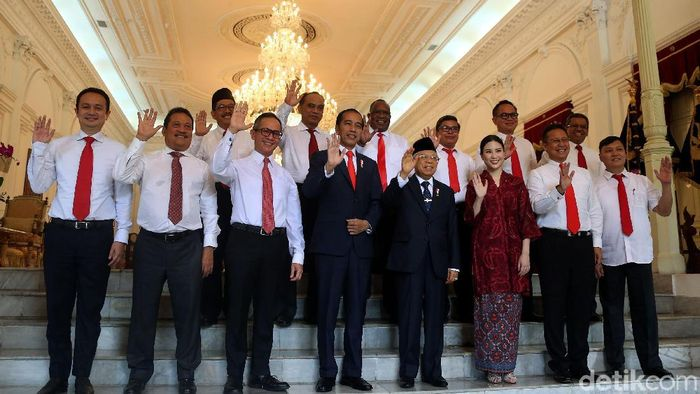 Presiden Jokowi telah memilik 12 wakil menteri. Jokowi memperkenalkan mereka dengan cara yang sama seperti mengumumkan menteri yakni lesehan.