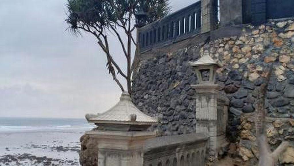 Pantai Ini Disebut Tanah Lotnya Jawa Timur