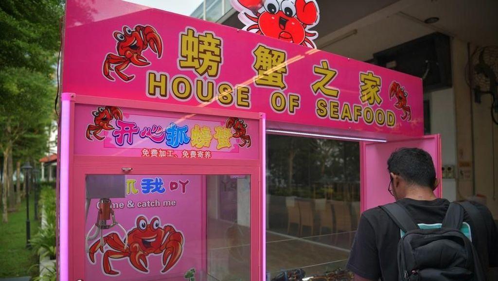 Taruh Kepiting Hidup di Mesin Capit Boneka, Restoran Seafood Ini Dikritik
