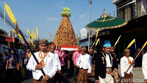 Tradisi Saparan di Pengging, Banyudono, Boyolali.