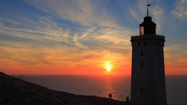 Mercusuar Rubjerg Knude Lighthouse di Denmark. (iStock)