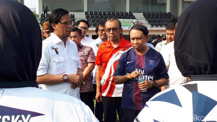 Menpora Zainudin Amali saat meninjau pelatnas SEA Games 2019. (Mercy Raya/detikSport)