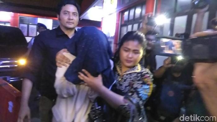 Foto: Polisi tangkap pelaku kasus prostitusi di Kota Batu (Deny Prastyo Utomo/detikcom)
