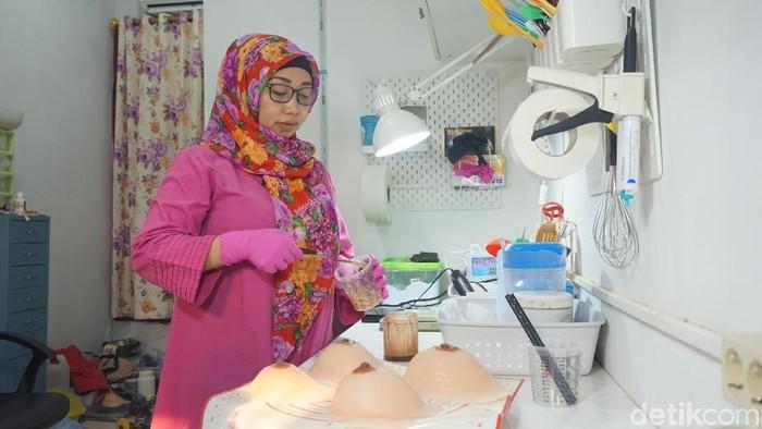 Pembuatan payudara prostetik. Foto: Widiya Wiyanti/detikHealth