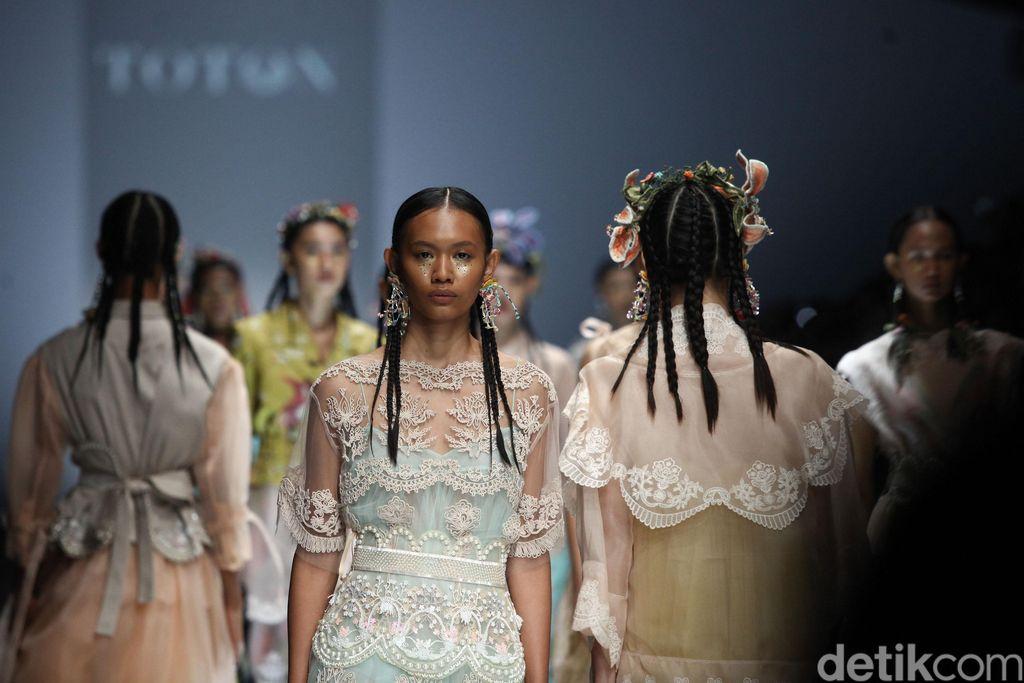 Fashion Show Toton, IKYK, Peggy Hartanto di JFW 2020