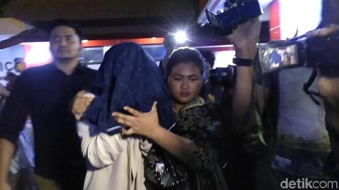 Foto: Polda Jatim bongkar kasus prostitusi di Batu (Deny/detikcom)