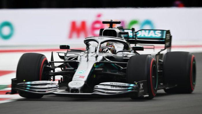 Lewis Hamilton jadi yang tercepat di sesi latihan bebas pertama GP Meksiko (Foto: Clive Mason/Getty Images)