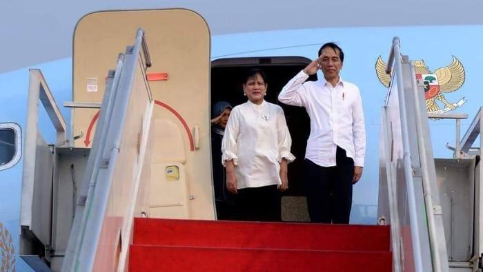 Jokowi saat bertolak ke Papua Barat (Foto: Facebook Joko Widodo)