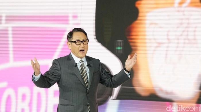 Presiden Toyota, Akio Toyoda membuka pameran Tokyo Motor Show di Aomi Exhibition, Jepang.