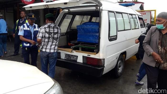 Tiga jenazah korban penembakan KKB di Intan Jaya diterbangkan ke Makasasr (Saiman/detikcom)